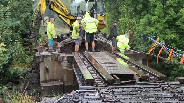 Odstranění novopackého mostu kvůli opravě.