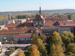 Areál věznice ve Valdicích u Jičína.