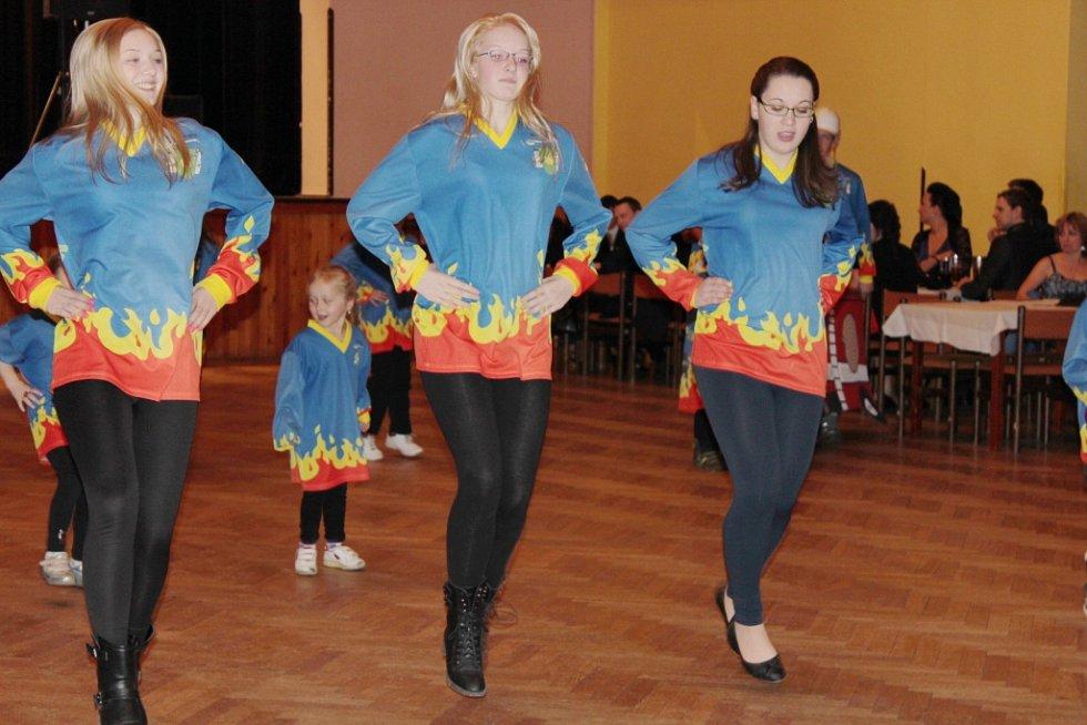 Hasičský ples ve valdickém kulturním domě.