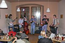 Bluegrassová skupina Fámy.