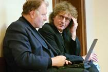 Bohumil Kulínský se svým obhájcem Tomášem Sokolem (vlevo).