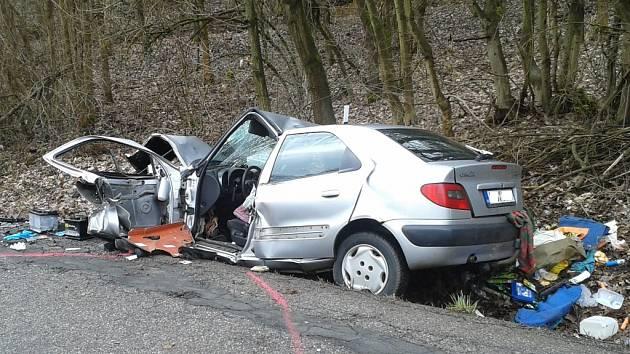 Střet dvou osobních aut mezi Milíčevsí a Vitiněvsí.
