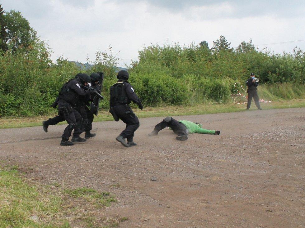 Ukázka zásahu Vězeňské služby.
