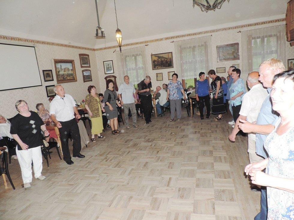 Z přátelského setkání valdických seniorů.