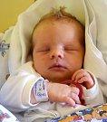 ELIŠKA MECOVÁ se 10. července poprvé usmála na svoje rodiče Lucii Šimonovou a Daniela Mecu. Po porodu vážila 3,55 kg a měřila 49 cm. Rodina žije v Kopidlně, kde se na sestřičku těší dvouletá Anička a osmiletá Dáda.