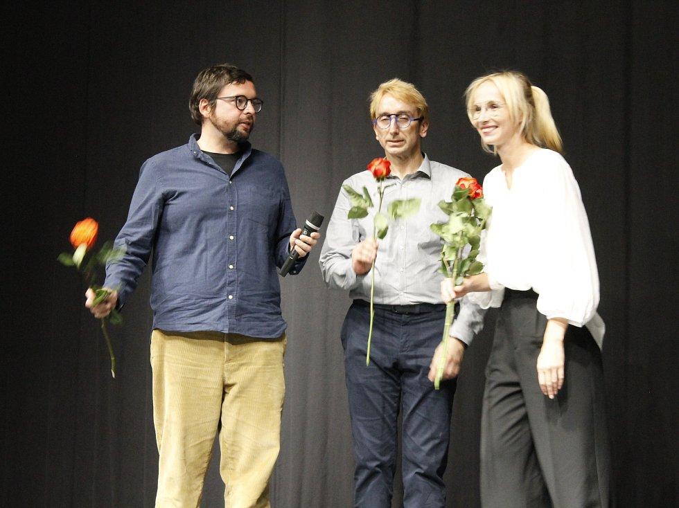 Pohádku Hodinářův učeň uvedli v Jičíně v předpremiéře herci Jana Plodková a Jiří Žáček a kostymér Marek Cpin.