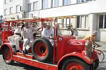 Novopačtí hasiči se vydali s historickou Andulou na třídenní putování.