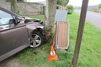 Dopravní nehoda v Újezdu pod Troskami.