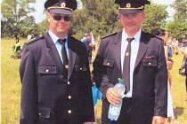 Vysokoveselský hasič Milan Zemanec (vpravo).