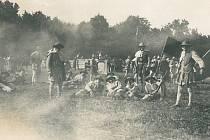 Rekonstrukce historické bitvy husitského vojska přilákala v roce 1929 na Češovské valy patnáct tisíc diváků.