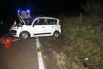 Řidičce Citroenu se rychlá jízda nevyplatila. Po nehodě skončila v nemocnici.