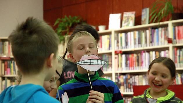 Novopacká knihovna převzala v Praze cenu v letošní soutěži Kamarádka knihovna. Z obcí do 15 tisíc obyvatel skončila na druhém místě.