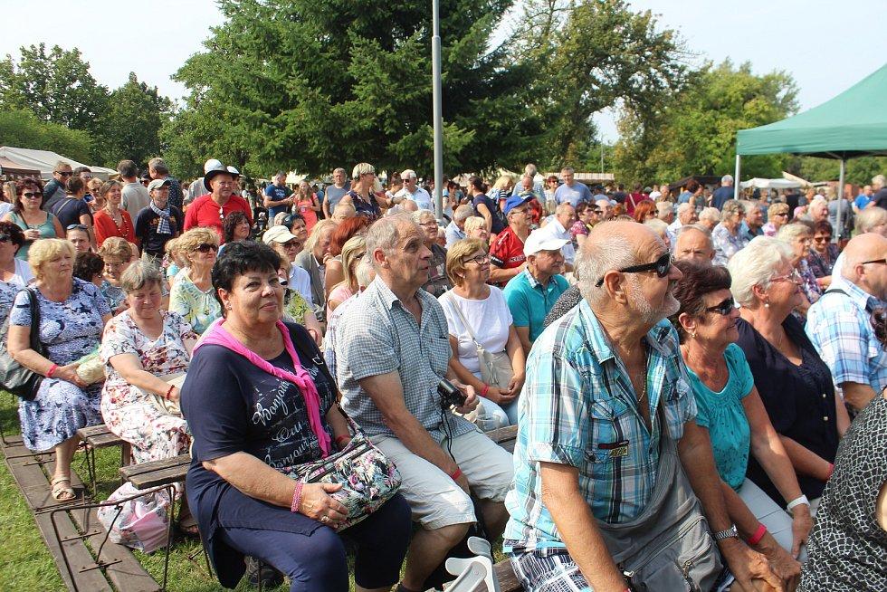 Sobotecký jarmark přilákal pod Humprecht tisíce návštěvníků. Celodenní program se odvíjel jak na náměstí, tak v parku.