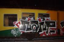 Vagon posprejovaný vandaly.