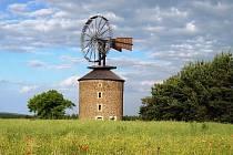 Větrný mlýn u Buchlova.