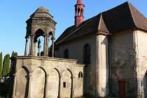 Kaple Božího hrobu při kostele sv. Petra a Pavla v Drahorazi.