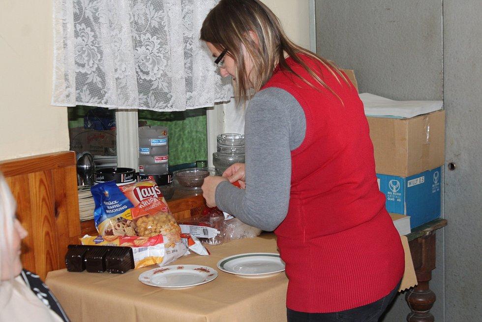 Kostelec na Jičínsku má 38 obyvatel a 31 voličů. Jako první odvolila v rámci eurovoleb osmnáctiletá Helena Velartová..