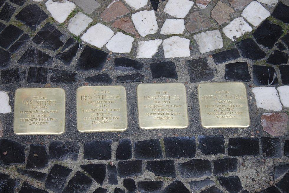 Na Žižkově náměstí bylo v sobotu slavnostně odhaleno osm Kamenů zmizelých.