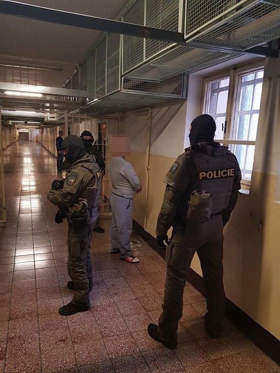 Zaměřeno na drogy ve věznici Valdice.