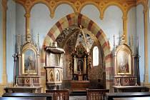 Rekonstruovaný kostel na Bradech.