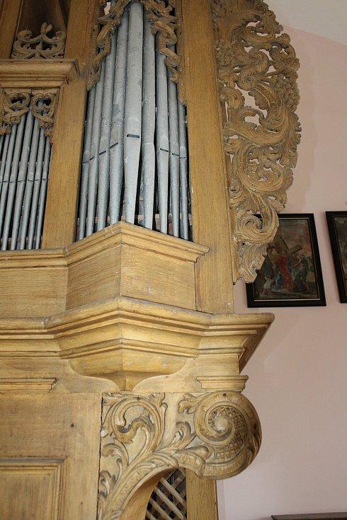 Tauchmannovy varhany jsou rozpoznatelné specifickými ornamenty.