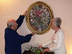 Majitel galerie výtvarník Josef Bucek s kurátorkou Irenou Škodovou.