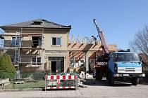 Rekonstrukce mlázovické hasičárny vstoupila úspěšně do druhé poloviny. Hotovo bude do konce letošního roku.