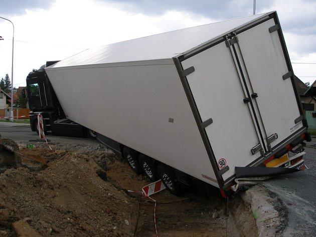 Nehoda kamionu u Nového Města.