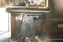 Kvůli závadě na digestoři shořela kuchyňská linka.