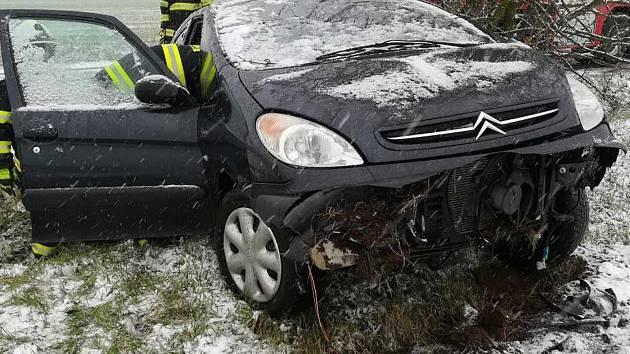 Nehoda si vyžádala zranění tří osob.