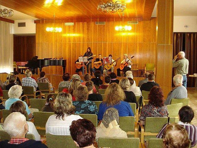 Úspěšný 27. výroční žákovský koncert v Lázních Bělohradě.