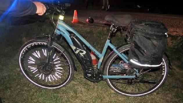 Opilá elektrocyklistka skončila v příkopě