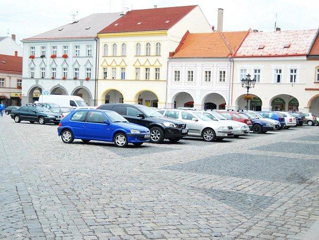 Parkování v Jičíně.
