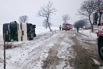 Nehoda autobusu na Náchodsku.