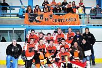 Čeští Letci s pohárem pro vítěze základní části LHL.