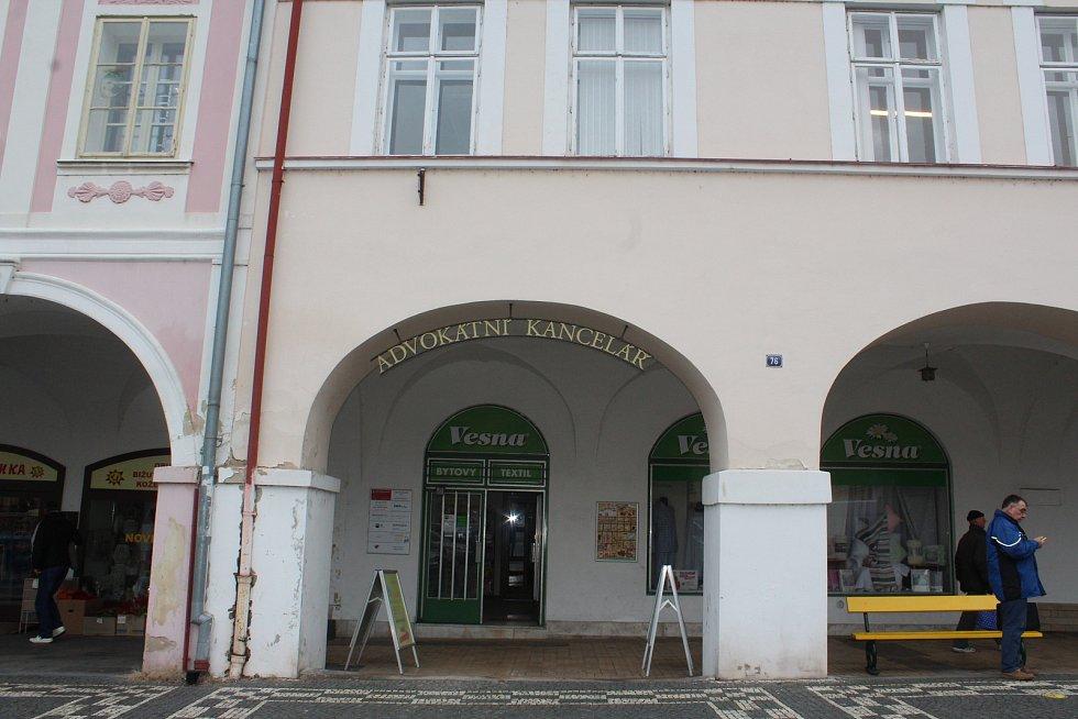 Na Valdštejnově náměstí v Jičíně v domě č. 76 se v květnu otevře Valdštejnovo muzeum s mincovnou.