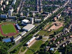 Stadion a prostor po kasárnách.