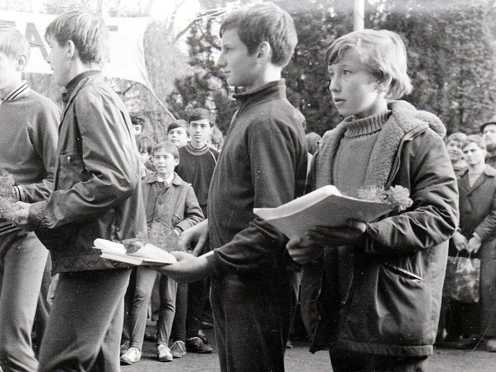 Běh 17. listopadu v Kopidlně - historické snímky.