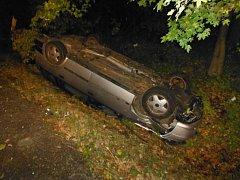 Nehoda opelu u Červené Třemešné.