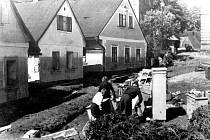 Povodně v Nové Pace roku 1936: tři nejvíce postižené domy na Dukelském náměstí.