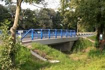 Opravený most u Šárovcovy Lhoty.