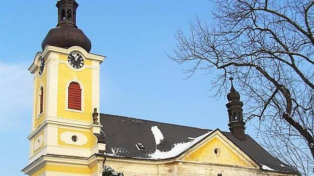 Kostel Nanebevzetí P. Marie v Chroustově.