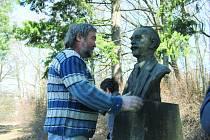 BUSTA J. B. FOERSTERA bude oficiálně odhalena 16. dubna v 17 hodin. Účast nakonec přislíbil i sám akademický sochař Michal Moravec (na snímku). Veřejnost je srdečně zvána.