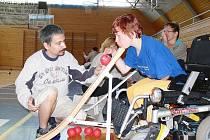 Soutěž handicapovaných v boccii.