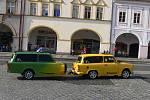 Přehlídka vozů značky Trabant na jičínském Valdštejnově náměstí.