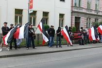 Protest v Jičíně proti prvomájové manifestaci komunistů.