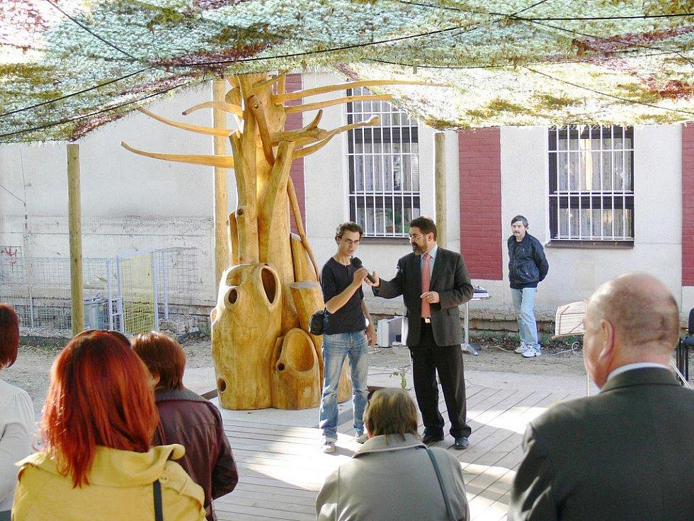 Z otevření Zahrady poznání u jičínské knihovny.