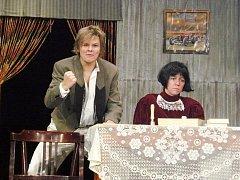 Lomnický divadelní soubor J.K. Tyl při jedné ze scén hry Paní ministrová.