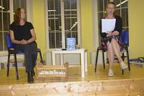 Ve středu 6. října přijela do Knihovny Václava Čtvrtka v Jičíně redaktorka nakladatelství Albatros Media Andrea Brázdová a spolu s autorkou Jindřiškou Kracíkovou vyprávěly, jak kniha vznikala.