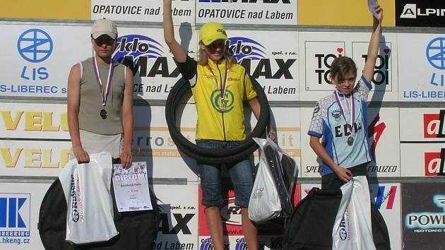 Zasloužené zlato vybojovala na mistrovství České republiky jičínská starší žákyně Vendula Kuntová.